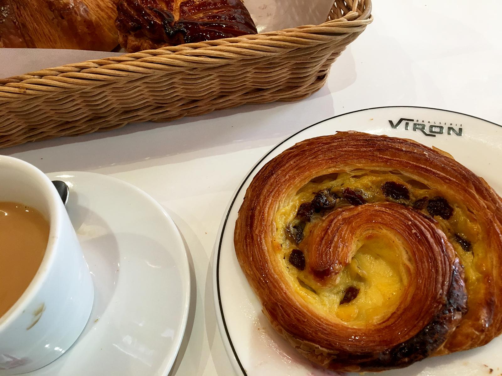 VIRONのパン・オ・レザンをPetit déjeunerで